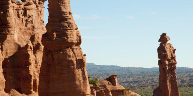 Sandsteinfigur Mönch im Talampaya Nationalpark in Argentinien